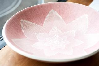 線描七弁紅華文鉢